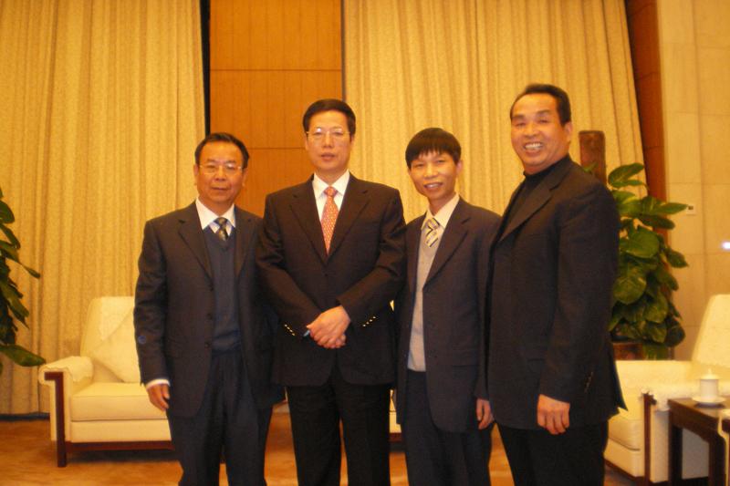 中共中央政治局常委、国务院副总理、原天津市委书记张高丽(左二)接见卓杰伟董事长