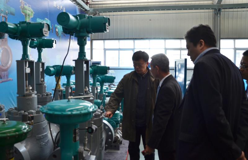 天津市委督查室主任阎峰(左一)莅临公司调研